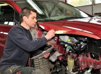 Know How To Select The Best Car Smash Repair Services